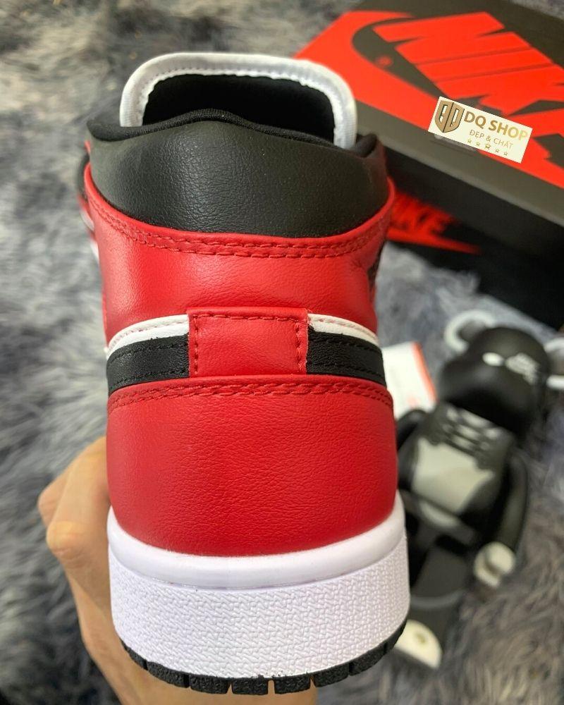 giay-nike-air-jordan-1-mid-chicago-black-toe (5)