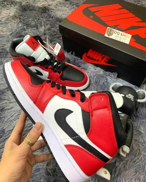 giay-nike-air-jordan-1-mid-chicago-black-toe (3)
