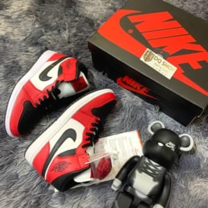 giay-nike-air-jordan-1-mid-chicago-black-toe